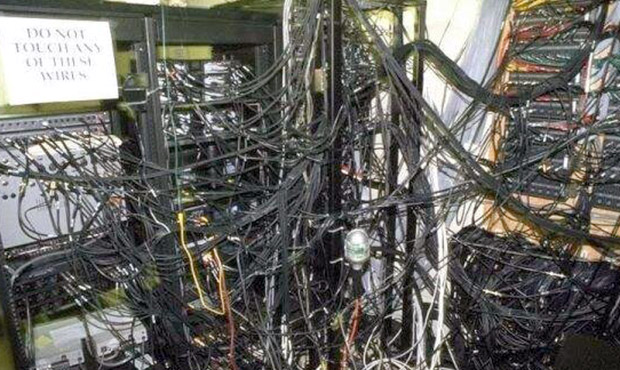 ss-messy-cable-room